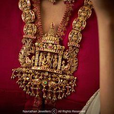 Gold Temple Jewellery, Gold Jewellery Design, Diamond Jewellery, Gold Jewelry, Jewelery, Indian Jewelry Earrings, Bridal Jewelry, Ear Jewelry, Unique Earrings