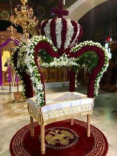 Altar Flowers, Church Flower Arrangements, Church Flowers, Funeral Flowers, Floral Arrangements, Church Altar Decorations, Orthodox Easter, Home Altar, Church Stage
