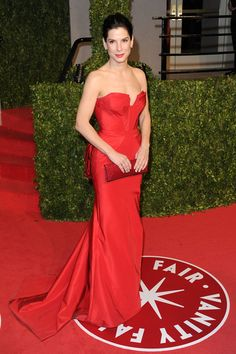 Sandra Bullock stunning in Vera Wang gown at 2011 Oscars