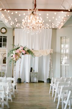 Beautiful. Event Planning: Michelle Edgemont | Floral Design: Blossom And Branch. Photography: Brklyn View Photography - www.brklynview.com