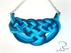 Como hacer nudos celtas para un collar de trapillo.How to make a Celtic knot…