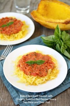 Take Baked Spaghetti Squash from a simple side dish to worthy main dish! How to bake Spaghetti Squash, and make a simple creamy roasted red pepper sauce. This Baked Spaghetti Squash recipe is a healthy dinner favorite! Courge Spaghetti, Spaghetti Squash Recipes, Vegetarian Spaghetti, Squash Pasta, Spaghetti Sauce, Vegetarian Recipes, Cooking Recipes, Healthy Recipes, Vegetarian Italian