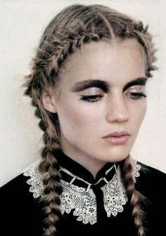 Black crease blended into eyebrows, nude lid. Grunge Hair, Hair Makeup, Headbands, Punk, Braided Hairstyles, Hair Styles, Accessories, Fashion, Braids