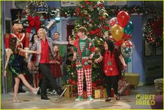 The A & A Music Factory Celebrates Their First Christmas - See The Pics!: Photo Ally (Laura Marano) and Austin (Ross Lynch) perform a new holiday song for their Music Factory students in this new still from Austin & Ally. Calum Worthy, Music Factory, Disney Channel Shows, Just Jared Jr, Laura Marano, Austin And Ally, Birthday Boy Shirts, Cameron Boyce, Ross Lynch