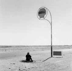Paul Almasy, Shell Tankstation, Sahara, 1963