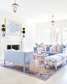 Preppy and Bright Living Room Design Inspiration for our New House Living Pequeños, Coastal Living, Coastal Cottage, Coastal Homes, Coastal Style, Small Living, French Cottage, Elegant Living Room, French Living Rooms