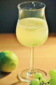 Das perfekte Bowle: Limetten-Ginger Ale-Bowle mit Weintrauben-Rezept mit einfacher Schritt-für-Schritt-Anleitung: Weintrauben waschen und…
