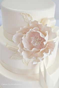stunning pale pink and white wedding cake - Check out navarragardens.com for info on a beautiful Oregon wedding destination!