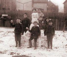 Snowball Fight-1900...