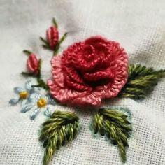 new brazilian embroidery patterns Bullion Embroidery, Brazilian Embroidery Stitches, Hand Embroidery Flowers, Hand Embroidery Stitches, Silk Ribbon Embroidery, Hand Embroidery Designs, Embroidery Techniques, Beaded Embroidery, Cross Stitch Embroidery