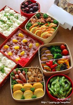 **運動会のお弁当 2014** - まよ子のキャラ弁日記|yaplog!(ヤプログ!)byGMO Bento Recipes, Cooking Recipes, Healthy Recipes, Japanese Lunch, Japanese Food, Food N, Food And Drink, Boite A Lunch, Picnic Foods