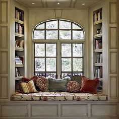 oh a window seat, that's something else i would want in my dream house. a kitchen island, a window seat. ya know, fun stuff Traditional Windows, Traditional Benches, Traditional Ideas, Home Libraries, Cozy Nook, Cozy Corner, Bed Nook, Alcove Bed, My New Room