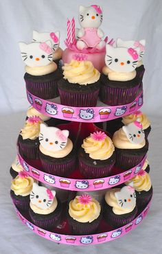 Hello Kitty Cupcake!  Hello Kitty cake topper is edible!  -Created by Agnes Trinidad