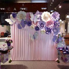 """633 aprecieri, 17 comentarii - Dugorche Arte en papel (@dugorche) pe Instagram: """"Panel de tela plisada en tono rosa con #floresdepapel #dugorche color lila, rosa y beige y un toque…"""""""