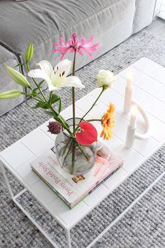 Tegeltjes op de salontafel • Table Decorations, Amber, Furniture, Home Decor, Accessories, Interior Design, Home Interior Design, Ivy, Arredamento