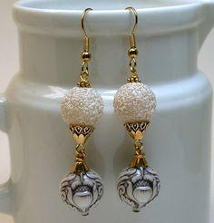 Alte japanische Weißzucker Perlen Ohrringe von ForeverInStyle