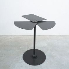 Pierre Chareau Table Edition mcde Black Steel, France 1980 Steel Table, Wind Turbine, Tables, Home Appliances, France, Flooring, Sculpture, Gallery, Wall