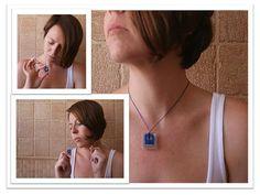 Colgante en resina de poliester Tallado a mano Azul eléctrico y translúcido