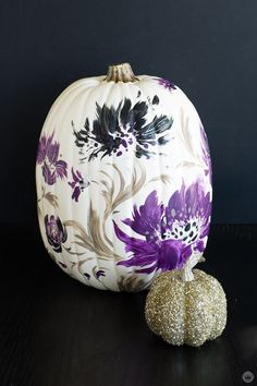 Elegant Halloween pumpkins: Add some drama to your decor Hallmark Artist Tuesday S. leads a workshop to paint elegant Halloween pumpkins: see how to create stylish, grown-up, and on-trend October decor. Halloween Flowers, Purple Halloween, Halloween Pumpkins, Fall Halloween, Halloween Decorations, Halloween Ideas, White Pumpkins, Painted Pumpkins, Pumpkin Contest