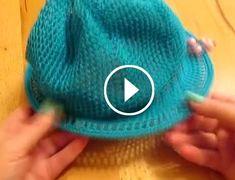 Tığ İşi Kolay Şapka Modeli Videolu Anlatım Tığ ile örebileceğiniz şapka modelini videoyu adım adım izleyerek yapabilirsiniz.. Delikler devam eden örgü şapkanın örmesi oldukça kolay Knit Crochet, Crochet Hats, Bargello, Nail Tutorials, Bandana, Projects To Try, Beanie, Knitting, Handmade Gifts