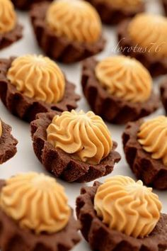 Cocoa Cupcakes with Creme Caramel Baking Recipes, Cake Recipes, Dessert Recipes, Cupcakes, Cupcake Cakes, Vintage Baking, Pudding Cake, Polish Recipes, Pastry Cake