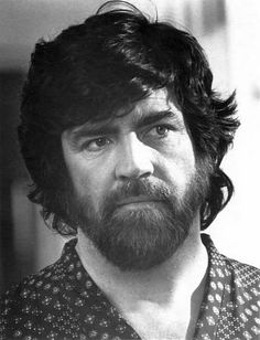 """The great theatrical knight Sir Alan Bates as Saul in """"An Unmarried Woman"""" Love this film! British Actresses, British Actors, Actors & Actresses, Chad Allen, Simon Callow, Alan Bates, Billy Zane, Victorian Men, Celebrity Deaths"""