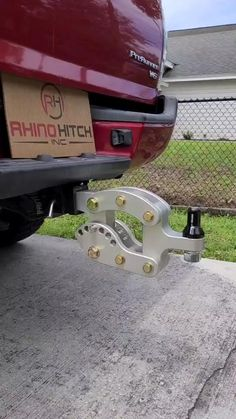 Jeep Discover Rhino Hitch - LB Drop Hitch w/ Shank Rhino Hitch - LB Drop Hitch w/ Shank Adjustable Aluminum Trailer Hitch & 2 Ball Convert-A-Ball Set Rhino Hitch! Cool Gadgets To Buy, Car Gadgets, Cool Ideas, Accessoires 4x4, Aluminum Trailer, Ultimate Garage, Utility Trailer, Car Trailer, Metal Working Tools