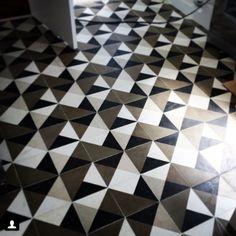 "#Repost from @t.3estudio ""detalhe ladrilho hidráulico   piso da cozinha   apartamento Jardim Paulista #t3estudio #ladrilho #ladrilhoshidraulicos #ladrilhos #ladrilhohidraulico #cementtiles #cementina #carreauxdeciment #tile #tileaddiction #tiles #fattoamano #handmade #handmadetiles #pattern #arquitetura #design by ladrilar"