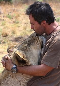 Kevin Richardson with his Lion. I want to be this type of animal behaviorist/Zoologist Kevin Richardson, Beautiful Cats, Animals Beautiful, Animals And Pets, Cute Animals, Animal Gato, Gato Grande, Lion Love, The Daily Beast