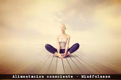 """Alimentación Consciente o """"Mindful Eating"""", como se conoce al método en EEUU, te enseña a comer sin dietas y a relacionarte de manera sana con la comida y, en definitiva, contigo misma.  ¿Qué es la alimentación consciente? Tiene su origen en el mindfulness –conciencia plena- del Dr. Jon Kabat-Zinn de la UMASS, de Massachusetts, y en su programa MBSR de reducción de estrés, así como en técnicas de inteligencia emocional. No pone la atención en qué comer sino en cómo y para qué.."""