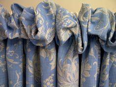 Gorgeous puffball top curtains.