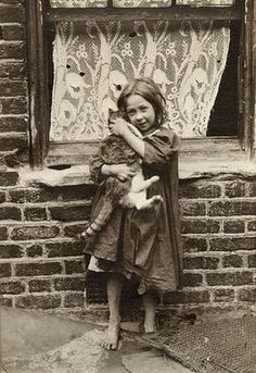 In 1901-2, Horace Warner took photos of East End street kids, who he called 'Spitalfields nippers'. Here's a selection of the rare ones that have survived to this day