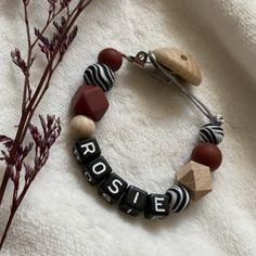 Speenkoorden met naam   Baby Jewellery Teething Necklace, Washer Necklace, Pacifier Clips, Jewelry, Jewlery, Jewerly, Schmuck, Jewels, Jewelery