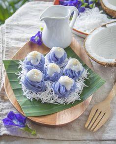 Thai Dessert, Dessert Drinks, Asian Desserts, Sweet Desserts, Thia Food, Authentic Thai Food, Punjabi Food, Traditional Cakes, Blue Food