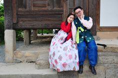 Durante un viaje a Corea del Sur a nadie debe extrañarle cruzarse en lo lugares más turísticos con jóvenes ataviados con el típico hanbok.
