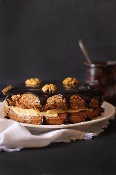 La recette du gâteau aux noix, au café et au chocolat sans gluten. La crème au beurre est aussi sans œufs ! http://www.royalchill.com/2017/10/06/gateau-moelleux-aux-noix-cafe-et-chocolat-sans-gluten/ #recette #sansgluten #cafe #noix #chocolat #cuisine #photographie