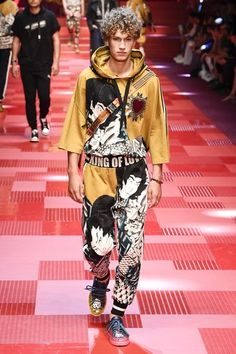 & Gabbana Spring 2018 Menswear Fashion Show Dolce & Gabbana Spring 2018 Menswear Collection Photos - Vogue & Gabbana Spring 2018 Menswear Collection Photos - Vogue Male Fashion Trends, Mens Fashion, Fashion Outfits, Milan Fashion, Dolce And Gabbana Man, Fashion Show Collection, Apparel Design, Vogue Paris, Pattern Fashion