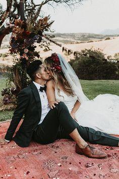 Gorgeous outdoor boho wedding couple portrait | Image by Joy Zamora