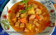 Gulyásleves sertéshúsból Thai Red Curry, Ethnic Recipes, Food, Meals, Yemek, Eten