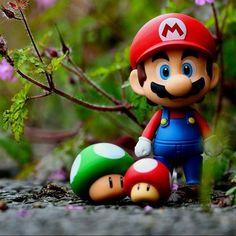Nintendo's Mario and mushrooms Super Mario Brothers, Super Mario Bros, Mundo Super Mario, Super Mario World, Super Smash Bros, Wallpaper Nintendo, Mario E Luigi, Mini Mario, Mario Toys