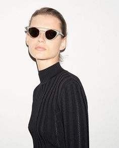 Discover the new Autumn Winter 17 18 collection of Women's Sunglasses designed by McQ and buy elegant Sunglasses online. Runway Fashion, Fashion Models, Fashion Show, Womens Fashion, Fashion Tips, Fashion Design, Fashion Trends, Editorial Photography, Fashion Photography