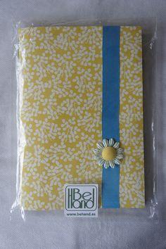 Cuaderno con flores amarillas. Hecho a mano. Handmade. DIY.