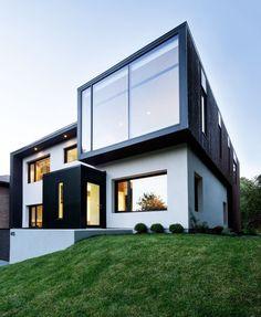 Casa Moderna Multivolumen - http://www.defachadas.com/fachadas-minimalistas/fachada-de-casa-multivolumen-en-blanco-y-negro/