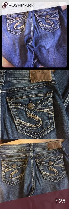 Women's silver jeans 26 boot cut Good used condition. Has minor fraying at bottoms as shown In Picture   Bootcut size 26 Silver Jeans Jeans Boot Cut
