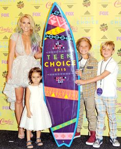 Britney Spears poses with her kids at the Teen Choice Awards 2015