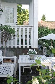 looooove when decks/patios are on different levels. we have 3 levels and it is just fab! Outdoor Retreat, Outdoor Life, Outdoor Spaces, Outdoor Gardens, Outdoor Living, Outdoor Decor, Outdoor Seating, Garden Furniture, Outdoor Furniture Sets