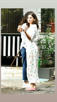 Alia Bhatt Cute, Anushka Sharma, Couture Week, Zendaya, Dimples, Bollywood Actress, Selena, Casual Outfits, Actresses