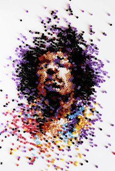 Pixelportretten gemaakt met allerlei verschillende materialen