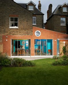 Architect David Kohn adds colourful extension to shoe designer Rupert Sanderson's London home Architects London, Architecture Wallpaper, Exposed Concrete, Wallpaper Magazine, Park Homes, House Extensions, Pent House, Residential Architecture, Victorian Homes