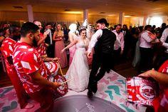 noivos; festa; party; festa de casamento; mini wedding; convidados; escola de samba